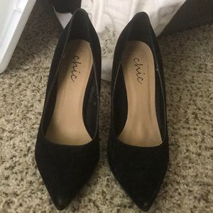 Black Heel Suede Pumps